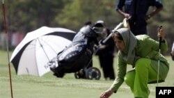 فيروزه زمانی قهرمان رشته ورزشی گلف . عکس از AFP