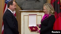Hillary Clinton me presidentin Bujar Nishani