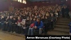Поўная заля гледачоў падчас беларускамоўных сэансаў укінатэатры «Перамога», лістапад 2016 году