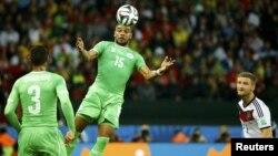 مصاف تیم فوتبال الجزایر با آلمان که با پیروزی ژرمنها به پایان رسید.