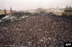 Демонстрация в Москве в поддержку демократии после событий в Вильнюсе. 20 января 1991 года
