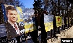 Украина президенті Виктор Януковичке қолдау көрсетіп тұрған қырымдықтар. Киев, 4 ақпан 2014 жыл.