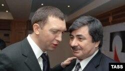 Олег Дерипаска(аз чап) ва Ҷӯрабек Нурмуҳаммадов. Акс аз 1 феврали соли 2006