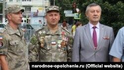 Армен Мартоян (у центрі, з медалями). Фото з сайту «крымской самообороны»