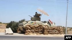 Египеттің Газа секторымен шекарасында тұрған танкі. Көрнекі сурет.