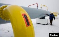 Түркіменстаннан Қытайға тартылған газ құбыры. Қазақстан, Отар, 12 желтоқсан 2009 жыл. (Көрнекі сурет)