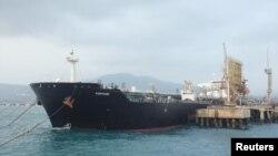 تصویری از نفتکش ایرانی فورچون در لنگرگاه پالایشگاه الپالیتو در ونزوئلا، اردیبهشت ۹۹