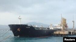 تصویری از نفتکش ایرانی در لنگرگاه پالایشگاه الپالیتو در ونزوئلا