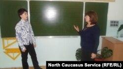 Урок матматики в школе №6 города Каспийска, Дагестан (архивное фото)