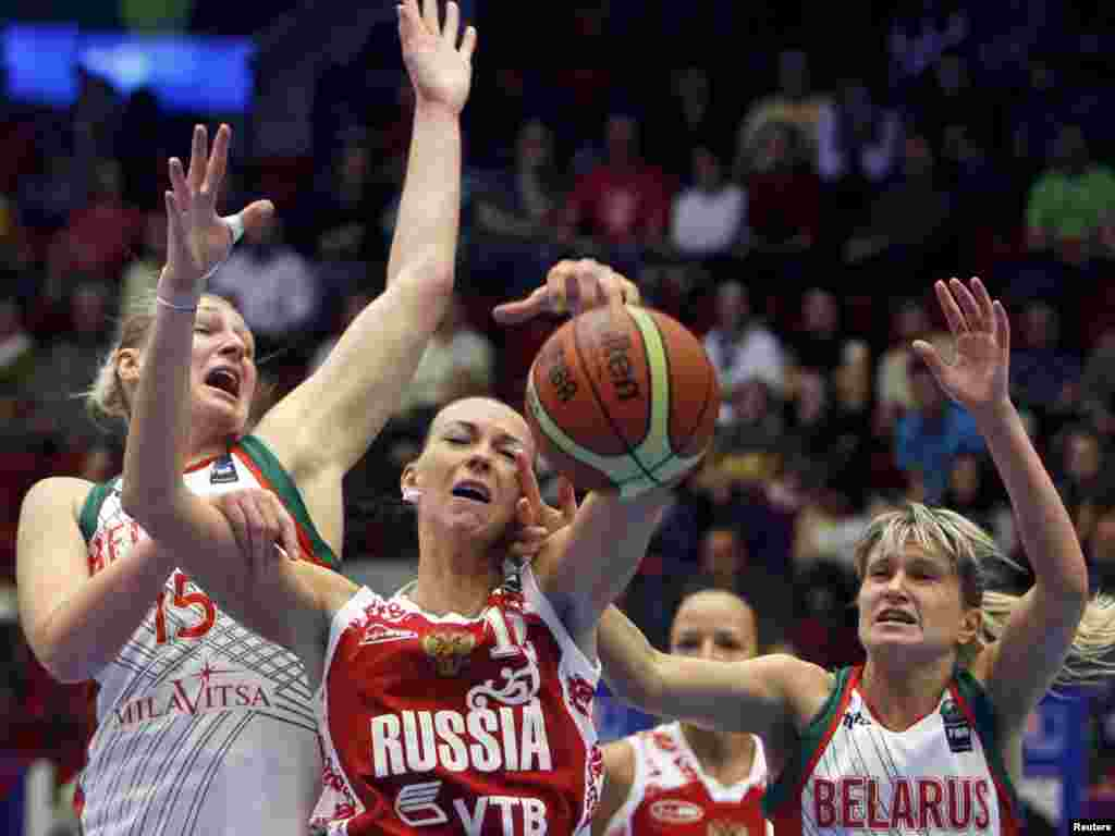 Russia's Irina Osipova is swarmed by Belarusian defenders during Belarus's surprise quarterfinal victory over Russia at the FIBA women's basketball world championships in Karlovy Vary, Czech Republic, on October 1. Photo by Petr Josek for Reuters