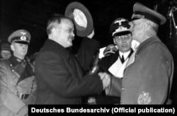 Міністр закордонних справ СРСР В'ячеслав Молотов (ліворуч) і міністр закордонних справ Німеччини Йоахім фон Ріббентроп. Берлін, 14 листопада 1940 року