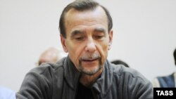 For Human Rights movement leader Lev Ponomaryov in a Moscow court on August 25.