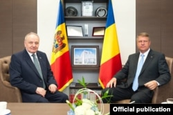 Președinții Nicolae Timofti și Klaus Iohannis la întîlnirea lor de la Suceava