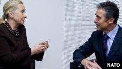 Госсекретарь США Хиллари Клинтон и генеральный секретарь НАТО Андерс Фог Расмуссен