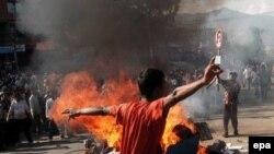 Многодневные массовые протесты вынудили короля Непала восстановить демократию