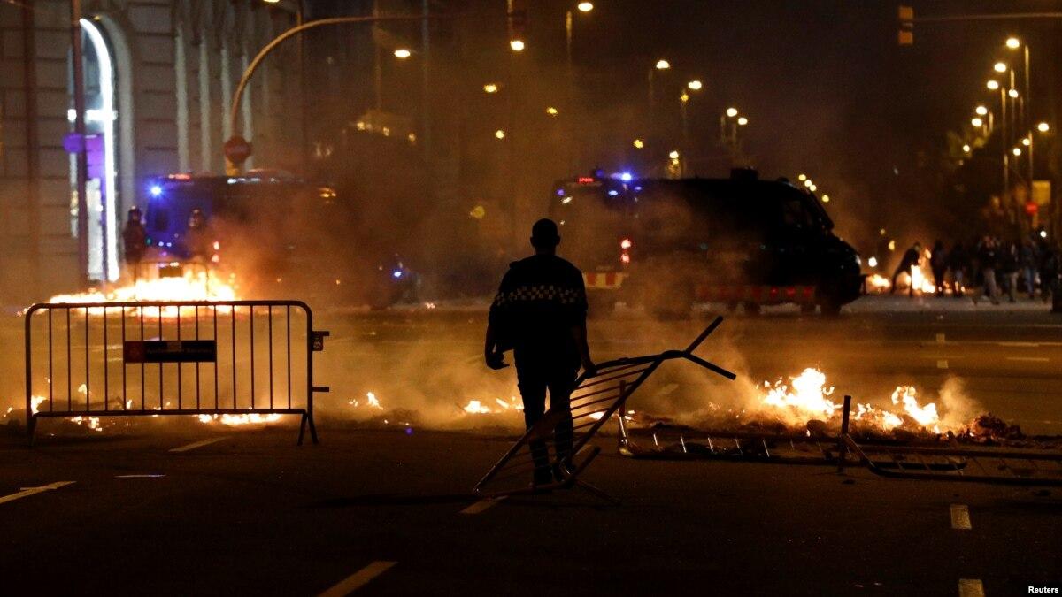 Протесты в Барселоне: десятки людей пострадали, свыше 50 – задержаны
