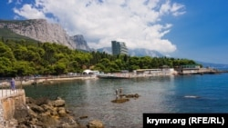 Пляж у санатория «Форос», июль 2020 года