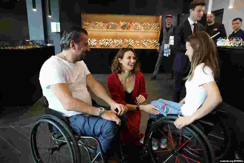 Праваабаронца Сяргей Драздоўскі, разам з дызайнэркай іфіналісткай міжнароднага конкурсу Mіss Wheelchaіr World 2017 Аляксандрай Чычыкавай