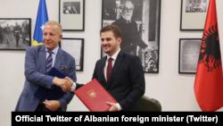 Ministri i Jashtëm në largim i Kosovës, Behgjet Pacolli dhe ai i Shqipërisë, Gent Cakaj