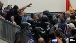Dhuna në Kuvnedin e Maqedonisë.