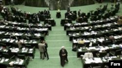 جلسه روز چهارشنبه مجلس هفتم با بحث های داغ نمایندگان همراه بود.