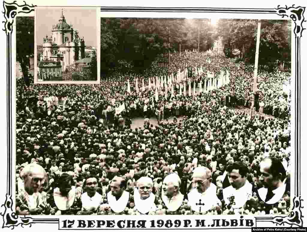 Фотолистівка 1989 року, присвячена подіям 17 вересня 1989 року у Львові. Цього дня близько 200 тисяч людей взяли участь у ході і богослуженні Української греко-католицької церкви, яка була заборонена за радянського часу