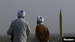 İranda raket sınaqları