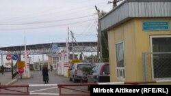 Кыргыз-казак чегиндеги Чоң-Капка чек ара бекети, Талас.