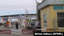Контрольно-пропускной пункт «Чон-Капка» в Таласской области Кыргызстана.