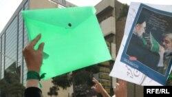 مخالفان تا همینک تلاش کردهاند از هر فرصتی برای آمدن به خیابانهای استفاده کنند.