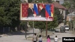 Встречу Тибилова и Путина пресс-служба югоосетинского президента анонсировала как событие, демонстрирующее особый, доверительный характер отношений, сложившихся между двумя президентами