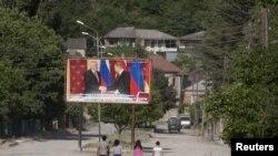 По мнению авторов обращения, существует опасность того, что народ Южной Осетии не сможет разобраться в тонкостях референдума и результаты голосования не будут отражать чаяния народа
