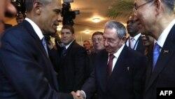 Президенти США і Куби потисли руки