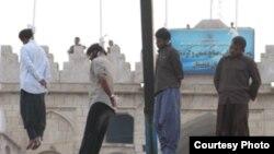 عکس های منتشره از اعدام در ملاء عام در شهر برازجان استان بوشهر.(عکس: ارم نیوز)