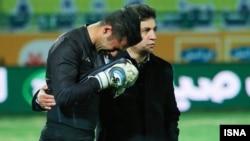 در پایان بازی گروهی از هواداران استقلال باز هم با شعار «حیا کن، رها کن» نارضایتی خود را از عملکرد این تیم و امیر قلعه نویی نشان دادند.