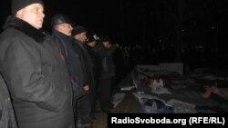 Товариші померлого Геннадія Конопльова вшановують його пам'ять...