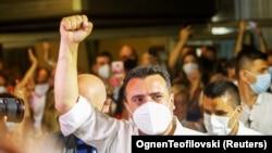 Колишній прем'єр-міністр Північної Македонії Зоран Заєв святкує перемогу на виборах, Скоп'є, 16 липня 2020 року