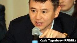 Гражданский активист Мухтар Тайжан. Алматы, 9 января 2012 года.