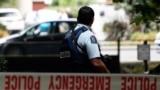 Poliția în fața moscheei Masjid al Noor, la Christchurch