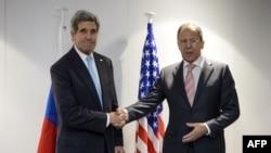 Швейцария - Госсекретарь США Джон Керри (слева) и министр иностранных дел России Сергей Лавров на министериале ОБСЕ, Базель, 4 декабря 2014 г.