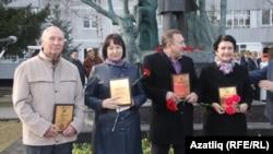 Сулдан: Мәдияр Хаҗиев, Әлфия Ситдыйкова, Рашат Фәйзрахманов, Раушания Кулакова
