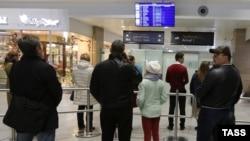 Российский самолет должен был приземлиться в 12:10 по местному времени в аэропорту «Пулково» в Санкт-Петербурге.