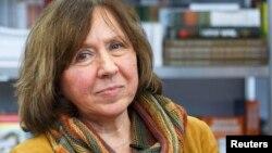 Әдебиет саласы бойынша 2015 жылғы Нобель сыйлығының иегері, беларусь жазушысы Светлана Алексиевич.