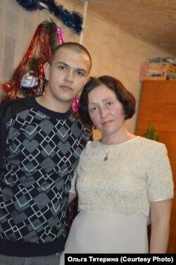 Артем Тетерин с матерью Ольгой Тетериной