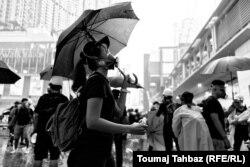 چتر سالهاست نشانه اعتراضات در هنگکنگ است؛ هم برای پوشاندن چهره و بهعنوان نمادی از مقابله در برابر پلیس.