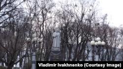 Памятник советскому генералу Николаю Ватутину возле Верховной Рады