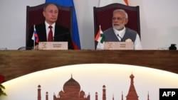 FILE: Russia's President Vladimir Putin (L) and Prime Minister Narendra Modi