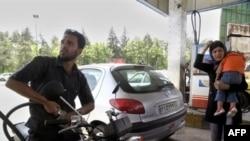 گران شدن قيمت بنزين در ايران می تواند با پيامدهای سياسی همراه باشد.