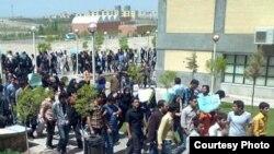اعتراض در دانشگاه صنعتی سهند تبریز (عکس: RFE/RL)