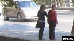 Проститутки, стоящие в ожидании клиентов.